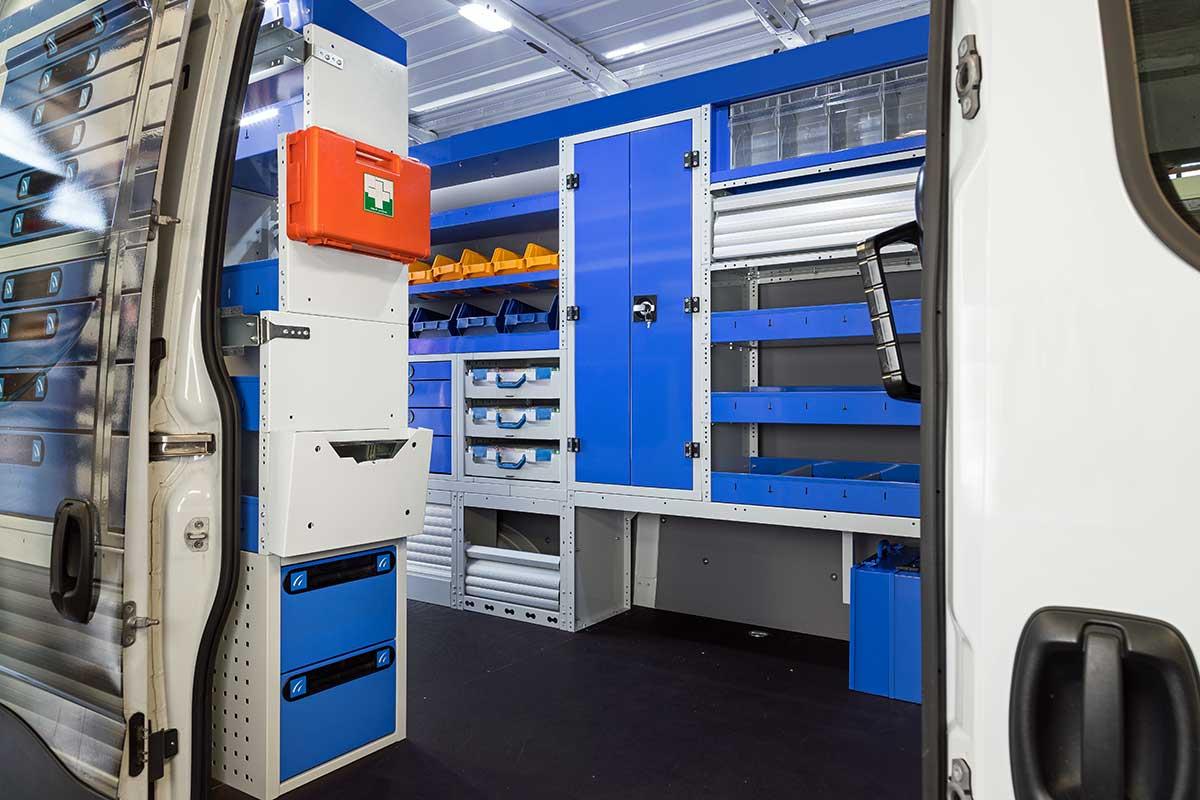 Farzeugeinrichtung Tecnolam für Transporter mit Schrank und Schubladenschrank