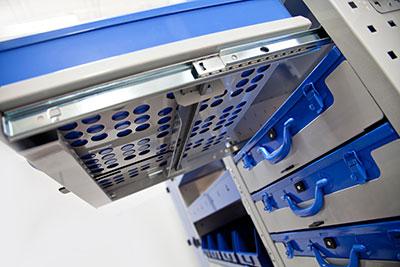 Herausnehmbarer Werkzeugkoffer im Regalsystem für Transporter TI-Car von Tecnolam